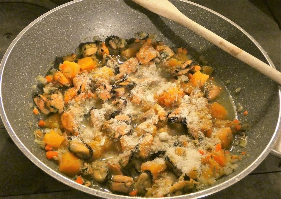 pasta zucca cozze pecorino procedimento 3