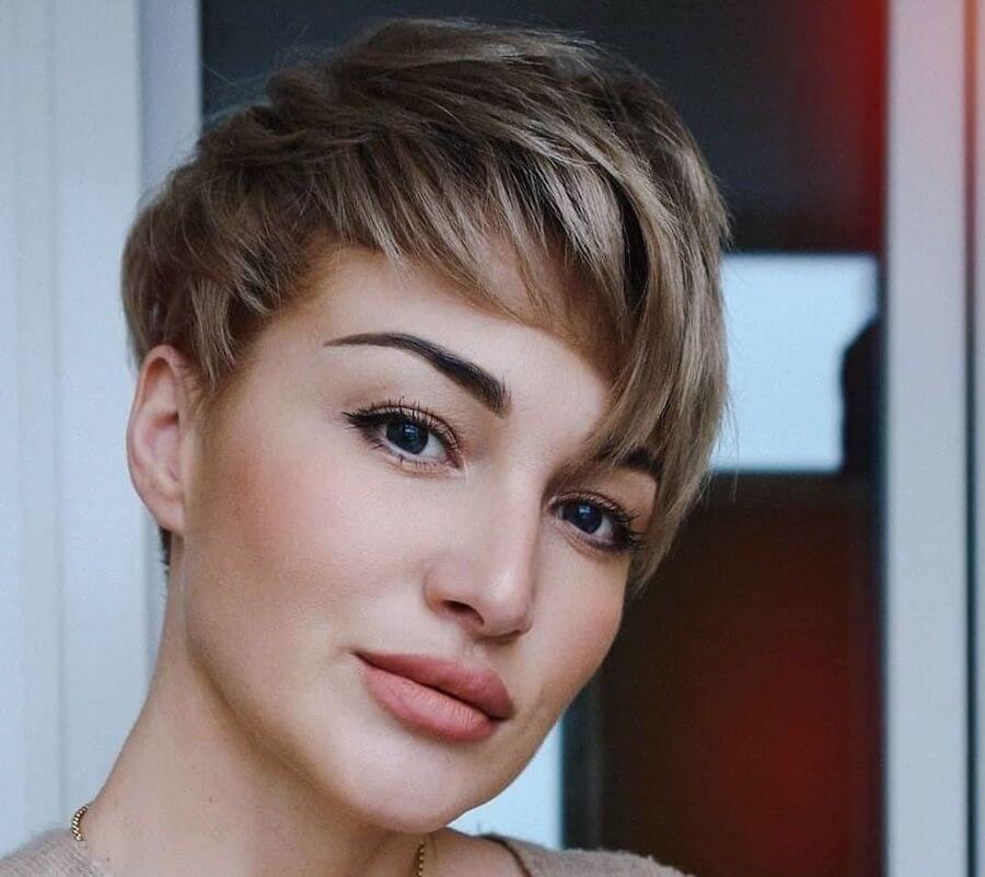 taglio-capelli-corti-estate-2021-
