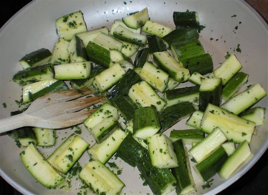 zucchine in padella al vino foto