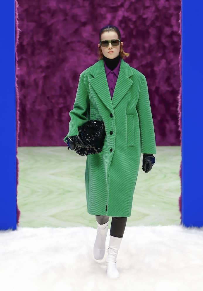 Moda inverno 2022 cappotti verdi abbinamenti Prada